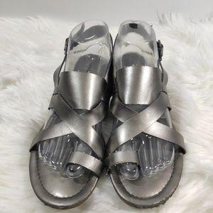 Vera Wang slingback toe ring sandals